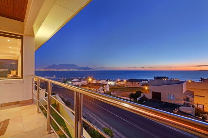 Bloubergstrand Self Catering – Sir David Villa