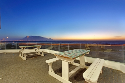 Bloubergstrand Self Catering – 100 Beach Crescent
