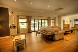 Holiday Apartments - Truter House