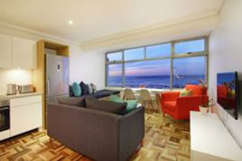 Mouille Point Accommodation - Paulas Sea Facing Studio