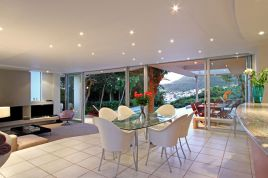 Accommodation in Cape Town - Lions View- 5 Bedroom Mainhouse