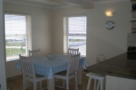 Holiday Apartments - Paternoster Pride 1