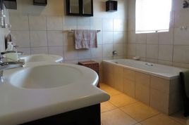 Holiday Apartments - Paternoster Pride 2