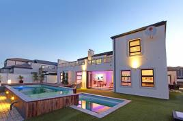 Blouberg Holiday Rentals - Watsonia Holiday Home