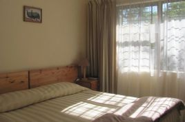 Somerset West Self Catering - 40 Winks - Guinea Fowl Cottage