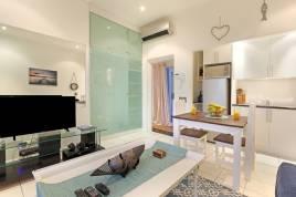 Holiday Apartments - Indigo Bay - The Boat
