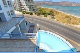 Holiday Apartments - Ocean Breeze 211