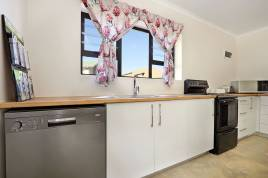 Holiday Apartments - The Beach Cottage Betty's Bay