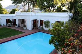 Constantia Accommodation - CGS - Pool Side Apartment