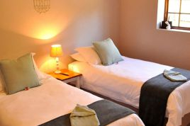 Knysna Self Catering - Woodlands - Family Suite