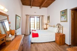 Holiday Apartments - Vinyard Cottage