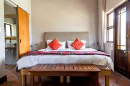 Holiday Apartments - CBR - One Bedroom Chalet