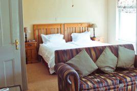 Oranjezicht Accommodation - Harrow House Apartment 19