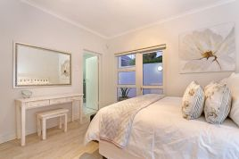 Holiday Apartments - Camps Bay Beach Apartment