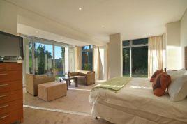 Holiday Apartments - 100 Geneva Drive