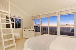 Llandudno Accommodation - Hideaway Beach Villa