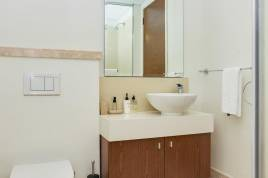 V&A Waterfront Accommodation - Canal Quays Studio Apartments