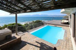 Holiday Apartments - Whale Huys Luxury Oceanfront Villa