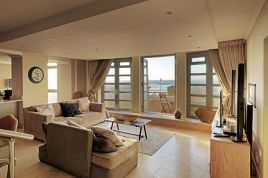 Muizenberg Accommodation - Surfers Corner - 3 Bedroom Sea Facing