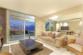 Bloubergstrand Accommodation - Dolphin Beach H106