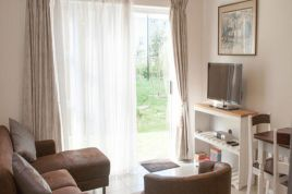 Muizenberg Accommodation - Muizenberg Sunrise Apartment
