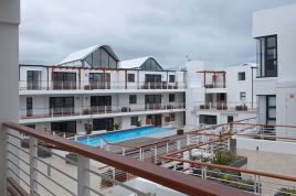Holiday Apartments - Azure Beach Apartment