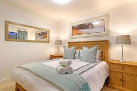 Cape Town Self Catering - Azure 6