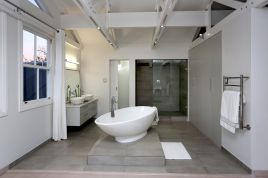 Holiday Apartments - 3 Cricklewood Place - Luxury Holiday Home