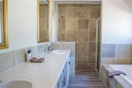 Holiday Apartments - Summit Place Self Catering