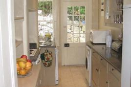 Holiday Apartments - Bingley Place 2 Bed Garden Apartment