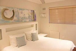 Mouille Point Accommodation - Mouille Point Village
