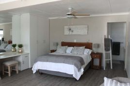 Overberg Accommodation - SEAesta Beach House