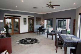 Cape Town Self Catering - Villa Candara - Three Mountains