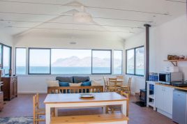 Holiday Apartments - Modern Beach Apartment