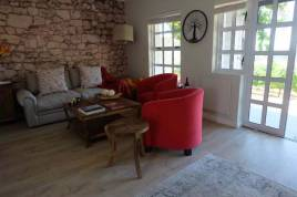 Stellenbosch Accommodation - Kunjani Wines - Shiraz Cottage