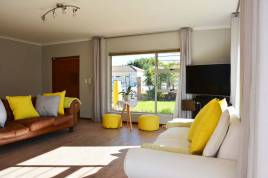 Somerset West Self Catering - Somerset Summer House