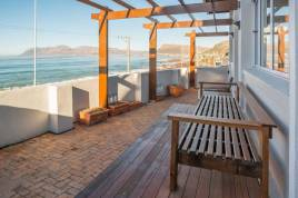 Muizenberg Accommodation - With The Tide