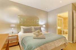 Accommodation in Cape Town - Dolphin Beach E18