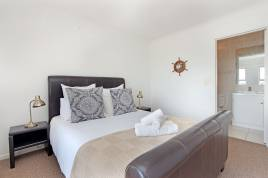 Holiday Apartments - Century On Lake A14