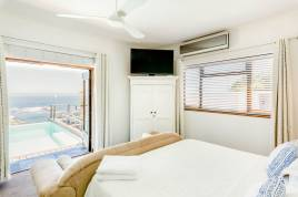 Holiday Apartments - Clifton Sunsets 4 Bedroom