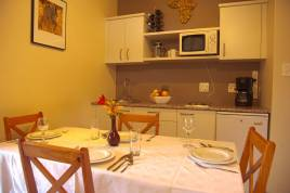 Somerset West Self Catering - Easy Five
