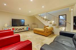 Blouberg Holiday Rentals - 100 Beach Crescent