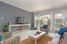 Bloubergstrand Holiday Home Rentals - Atlantic Drift