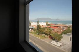 Cape Town Accommodation - Coral Blu Condo