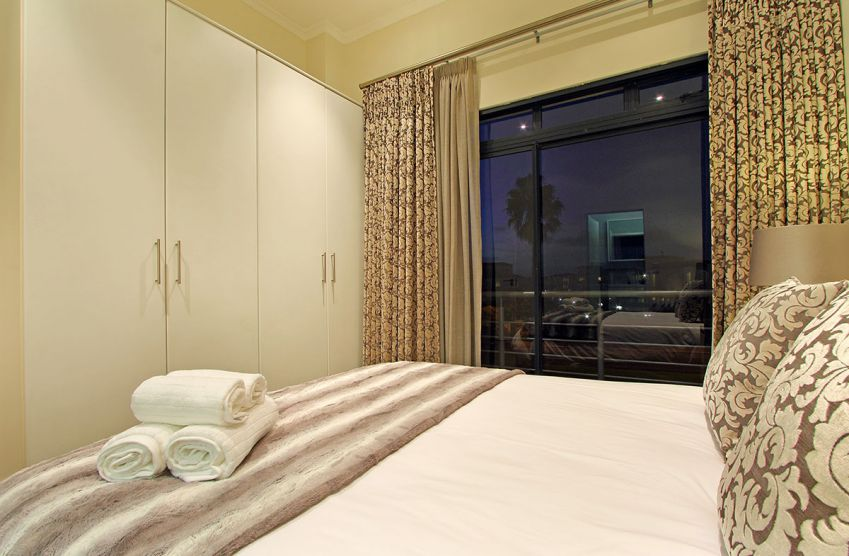 Perfect 2 Bedroom Holiday Apartment In Century City In