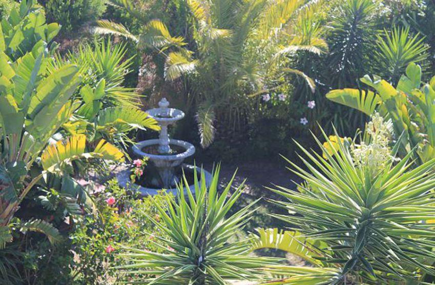 Secret garden gardenia garden apartment in bloubergstrand My secret garden bay city