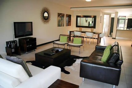 Holiday in Camps Bay - - The Glen Apartments