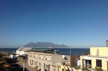 Bloubergstrand Self Catering - White Waves Beach House